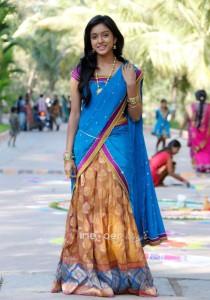 actress-vithika-latest-half-saree-photos